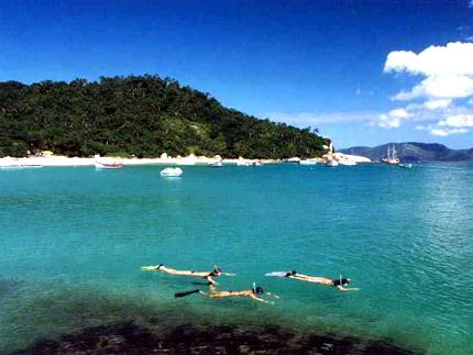 7856gra localizada na costa leste d Dez ilhas interessantes