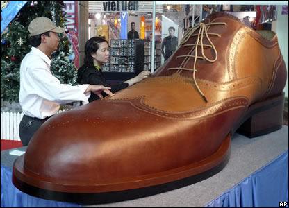 44315728 shoe ap416 1 Mundo gigante   Um apanhado de coisas gigantes da web