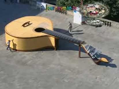giant acoustic guitar Mundo gigante   Um apanhado de coisas gigantes da web