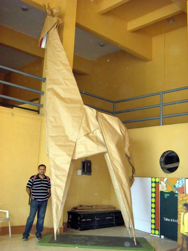largest origami giraffe 90241 1 Mundo gigante   Um apanhado de coisas gigantes da web