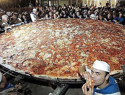 pizza Mundo gigante   Um apanhado de coisas gigantes da web