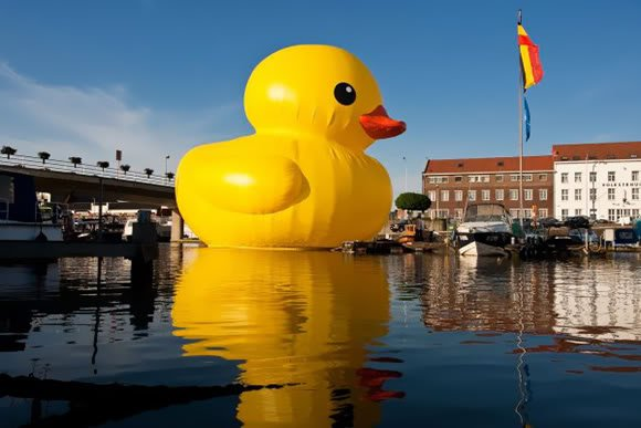 rubber duck xl 1 1 Mundo gigante   Um apanhado de coisas gigantes da web