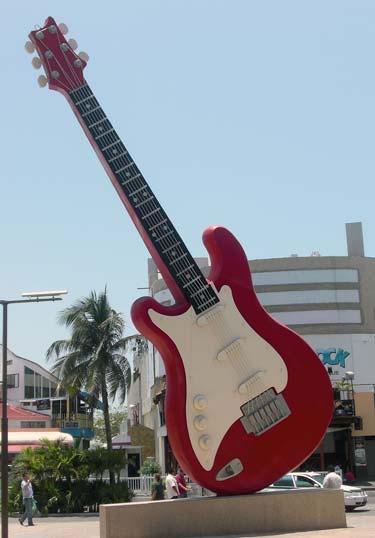 the giant guitar Mundo gigante   Um apanhado de coisas gigantes da web