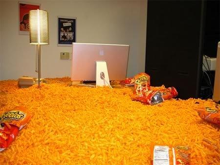 hilarious office boss prank cheatos filled funny practical joke Pegadinhas de escritório