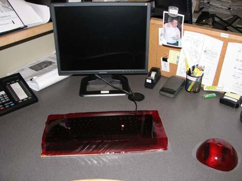 jello prank 15 Pegadinhas de escritório