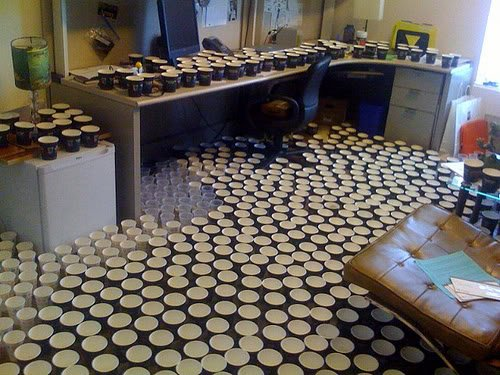 office cups Pegadinhas de escritório