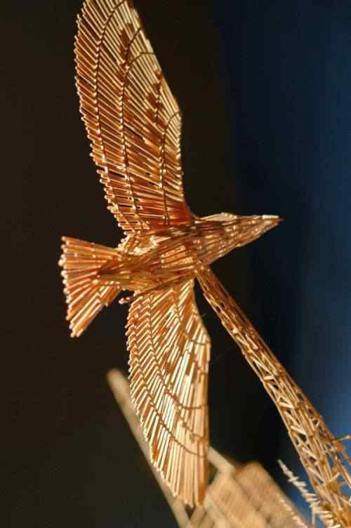 bird 600x902 5 Esculturas inacreditáveis feitas de palitos