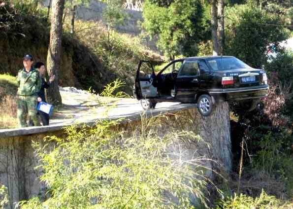 035238322 FMM00 Foi por pouco   10 casos de veículos que pararam na beirada