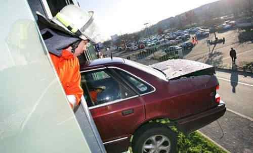 391874309 a082b4a60c Foi por pouco   10 casos de veículos que pararam na beirada