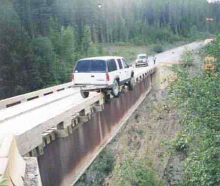 391874774 c8765cd430 Foi por pouco   10 casos de veículos que pararam na beirada