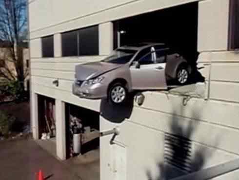beirada Foi por pouco   10 casos de veículos que pararam na beirada