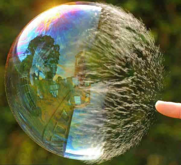 bubble bursting A beleza da água numa fração de segundo