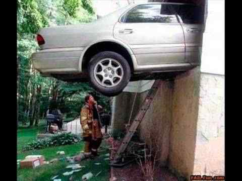 video funny and strange car crashes and accidents 1304665474 Foi por pouco   10 casos de veículos que pararam na beirada