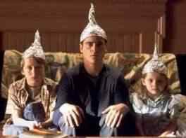 tinfoilhats Guardou o ET na geladeira e foi ver televisão.   3 Casos de pessoas que alegaram ter aliens guardados em casa