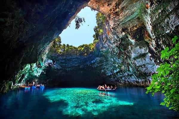 Melissani Cave Greece1 Nadando no buraco