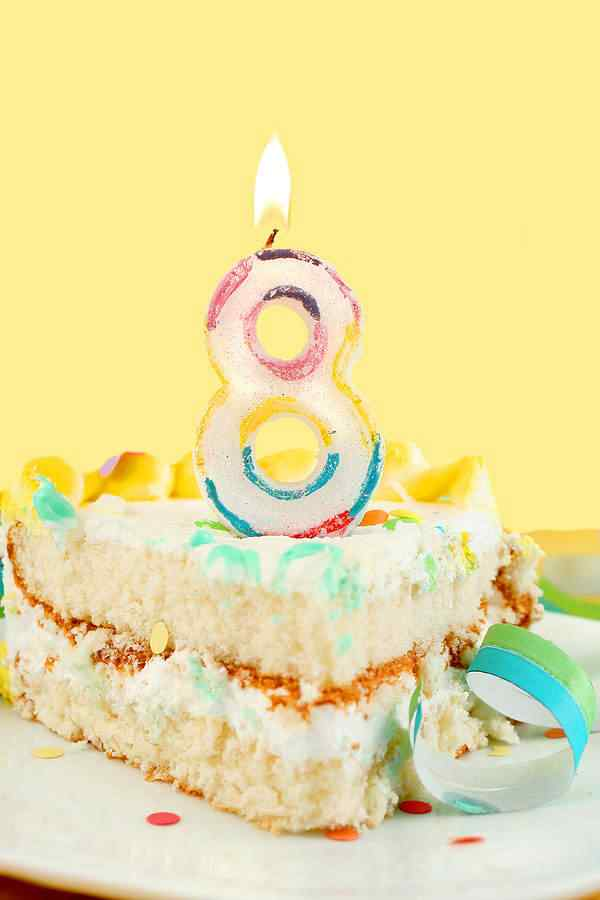 bigstock Slice Of Eighth Birthday Cake 6637877 MUNDO GUMP, ANO 8