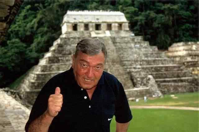 daniken piramide Mais uma peça metálica supostamente extraterrestre é encontrada