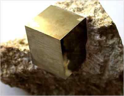 pirita cubo Mais uma peça metálica supostamente extraterrestre é encontrada