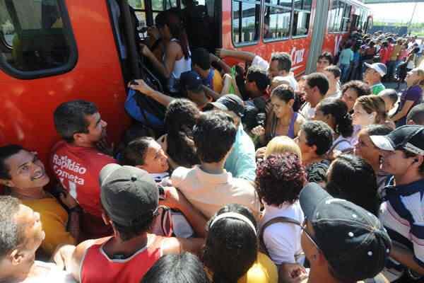 MARCOS onibus lotado1 Por que o ônibus não é de graça?