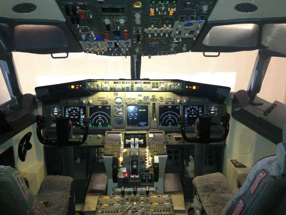 homemade-737-cockpit