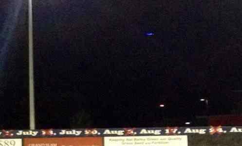 ufo twitter 497x301 Disco voador surge no céu do Canadá em pleno campeonato de baseball
