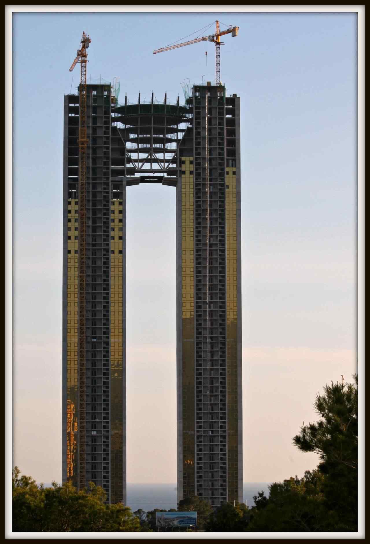 0 d4f1f 3519a342 orig Fail? Espanhóis fazem prédio gigante e esquecem do elevador