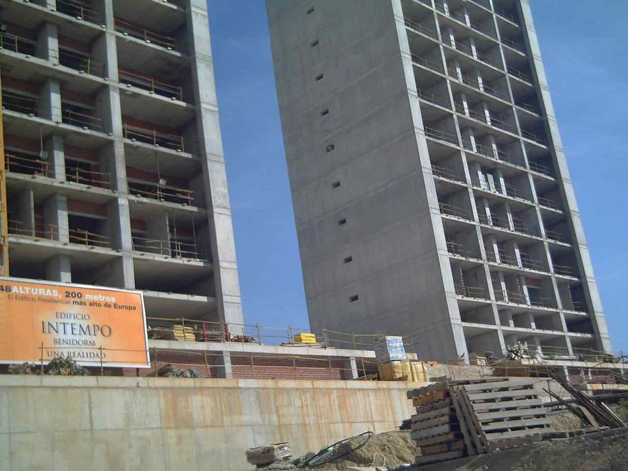 0 d4f28 c2398b7f orig Fail? Espanhóis fazem prédio gigante e esquecem do elevador