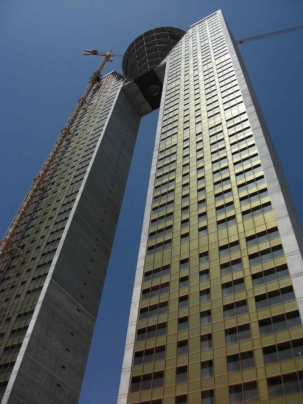 0 d4f2c 139b2752 orig Fail? Espanhóis fazem prédio gigante e esquecem do elevador