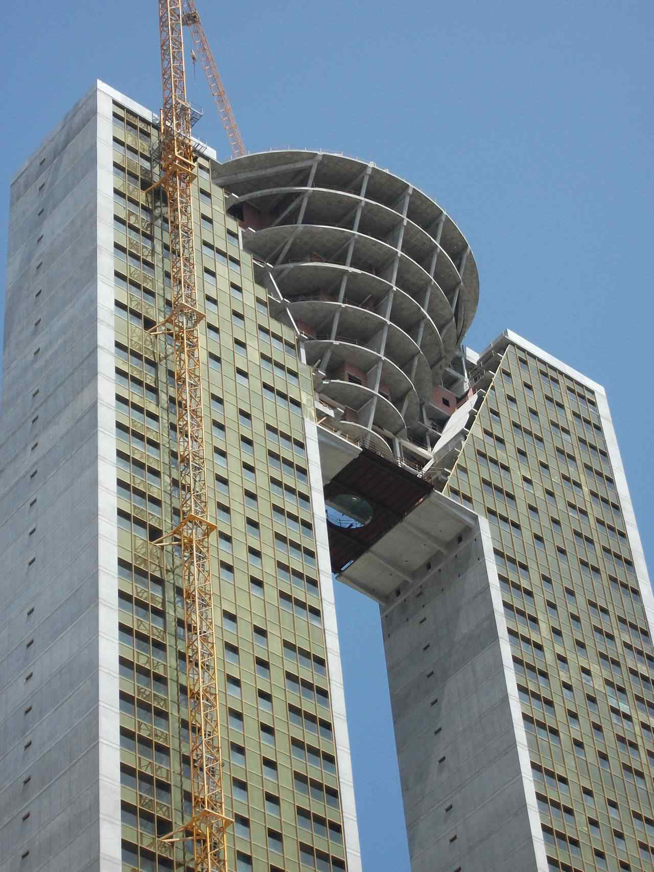 0 d4f2d 9f5724fa orig Fail? Espanhóis fazem prédio gigante e esquecem do elevador