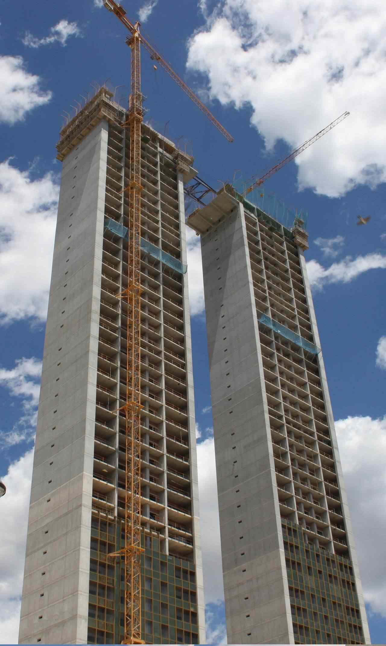 0 d4f31 e17d307e orig Fail? Espanhóis fazem prédio gigante e esquecem do elevador
