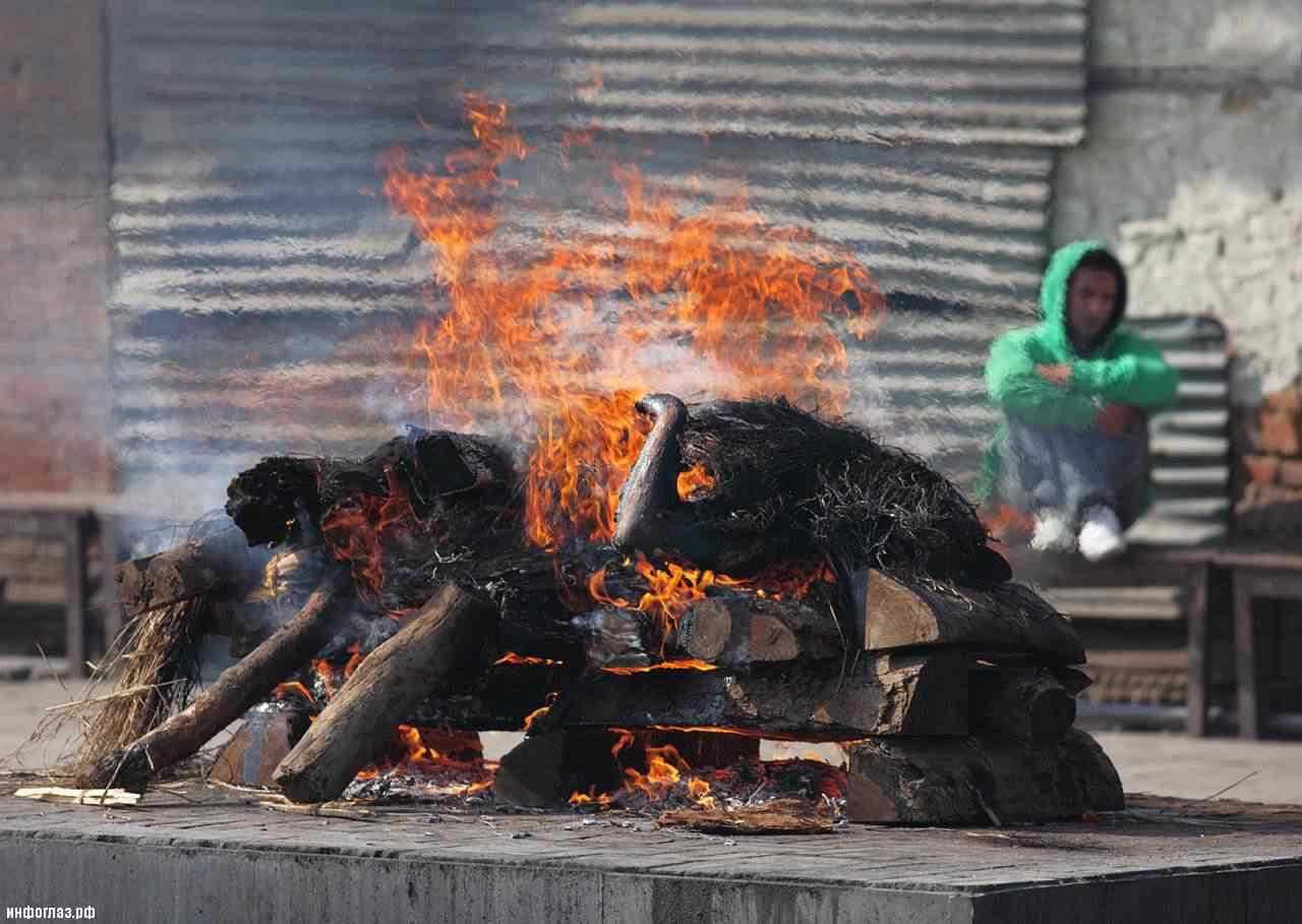 Pashupatinath Temple Cremation A cidade dos mortos