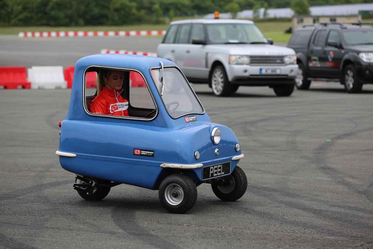 368083 original Peel 50   o menor carro do mundo