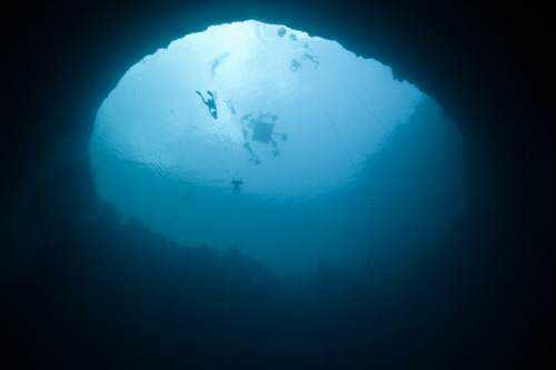 Free diving at Deans blue Hole Bahamas Mergulho no buraco azul