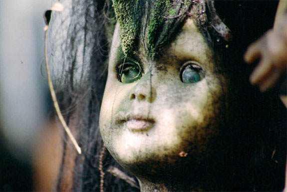 boneca morta5 MEDO: A tenebrosa ilha das bonecas
