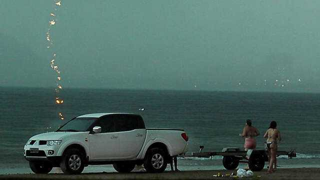 go-surf-blog-2014-acidente-mulher-morre-atingida-por-raio-no-guaruja-tempestade-storm-litoral-paulista-sp-001