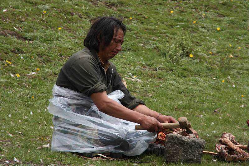 0 ef752 7abd206a orig Sepultamento celestial no Tibete (AVISO: não recomendado para pessoas impressionáveis)
