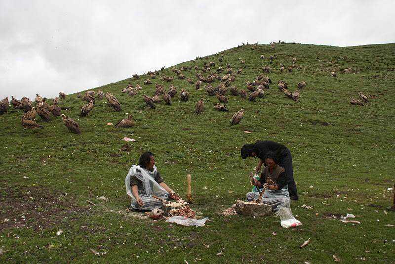0 ef758 706a1c53 orig Sepultamento celestial no Tibete (AVISO: não recomendado para pessoas impressionáveis)