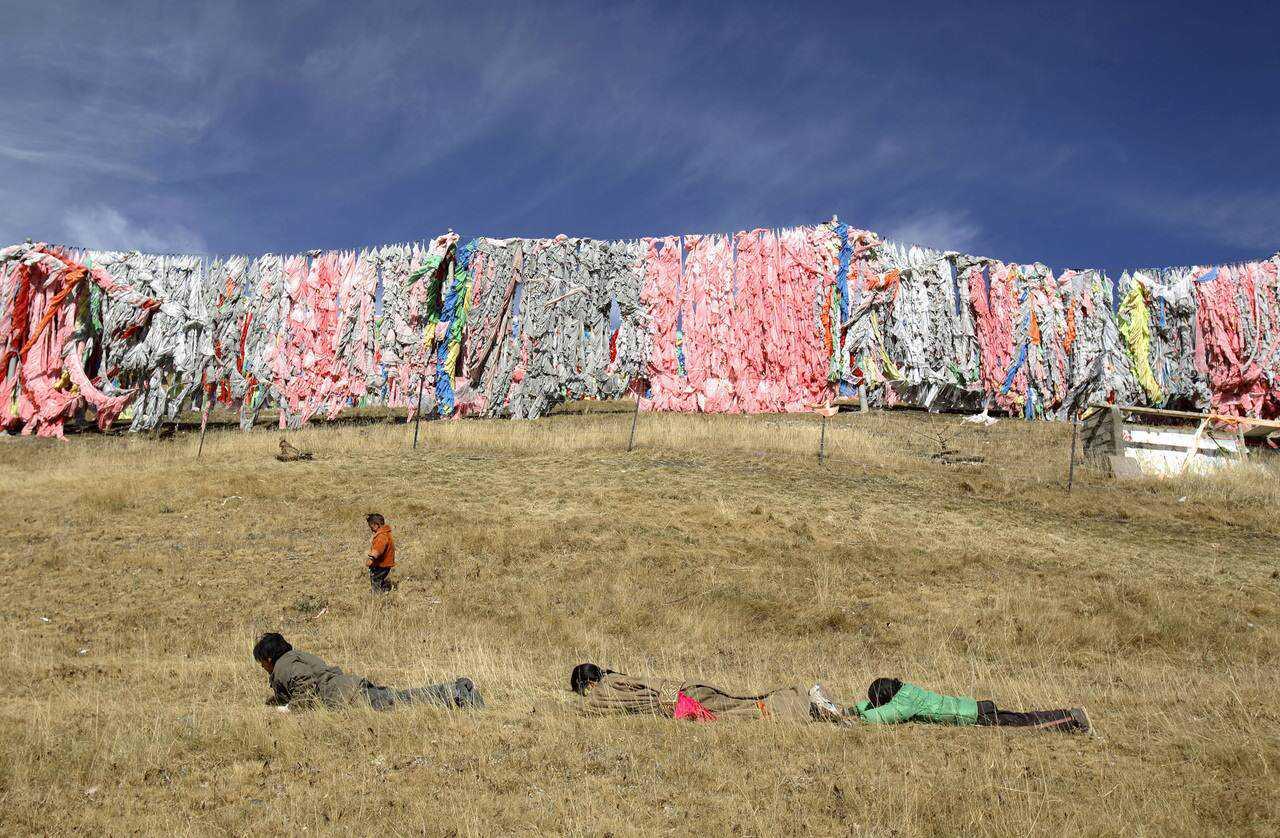 0 ef767 ddade087 orig Sepultamento celestial no Tibete (AVISO: não recomendado para pessoas impressionáveis)