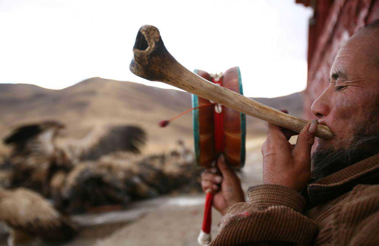 0 ef771 89dde3ff orig Sepultamento celestial no Tibete (AVISO: não recomendado para pessoas impressionáveis)