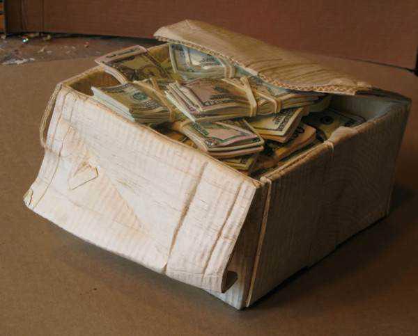randall rosenthal turned a block of wood into a box of money 4 600x483 O homem que descobriu como fazer dinheiro (literalmente)