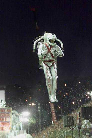 09 20 gvg carnavalantigo17 O inevitável desejo de voar: A história dos jetpacks