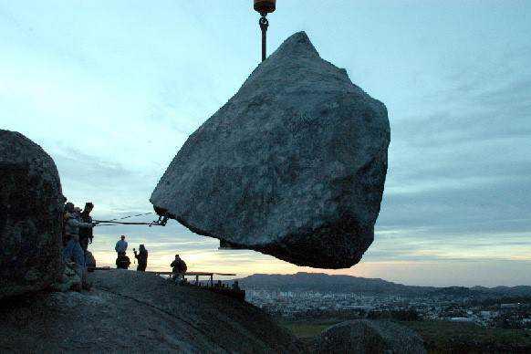 0 101afb d2780b95 orig A pedra que não é pedra