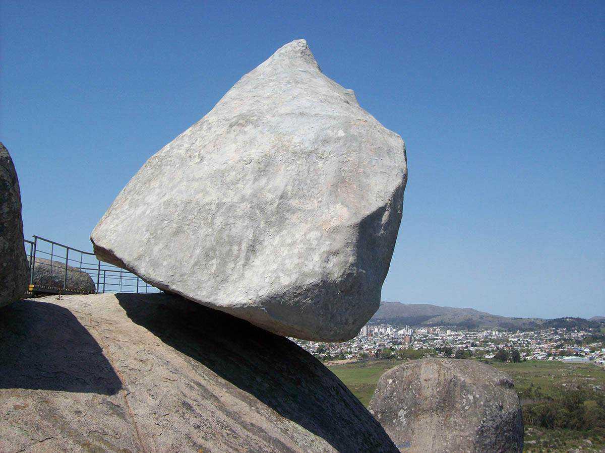 0 101b04 d3778a62 orig A pedra que não é pedra