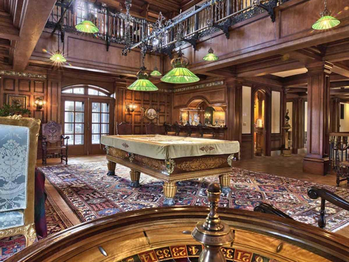 it-would-be-fun-to-throw-a-party-in-the-expansive-billiards-room