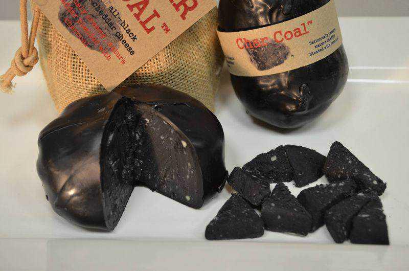 charcoal cheese Mais comida preta: Chegou o queijo de carvão.