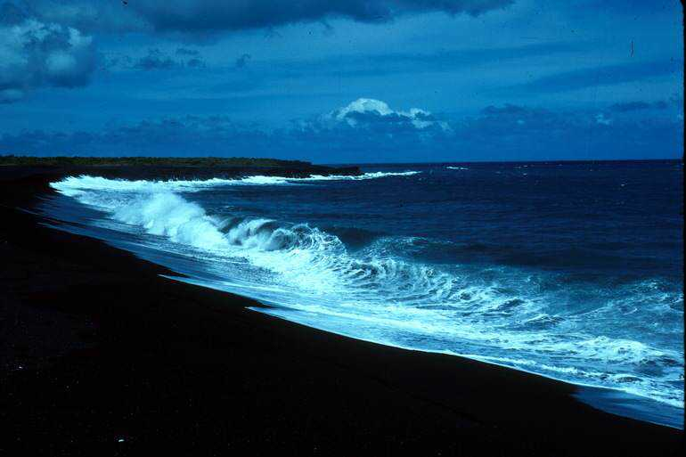 the-15-most-unbelievable-black-sand-beaches-2