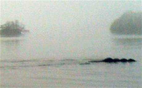 Nessie 1829159c Monstro de Loch Ness fotografado novamente. Desta vez, do céu. Será?