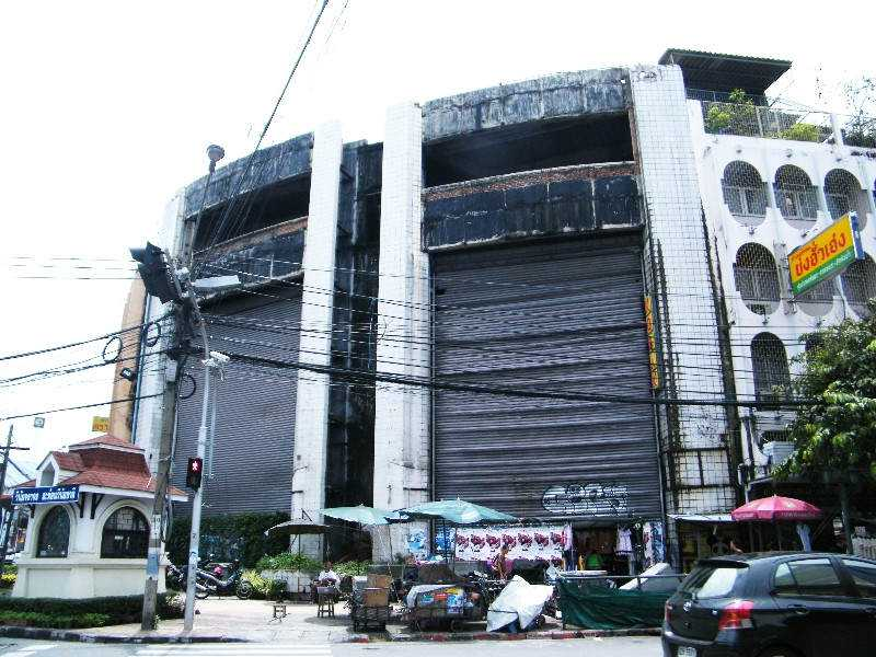 New world abandonned mall bangkok Shopping abandonado virou atração bizarra