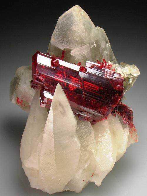 6d0a32d5b1da9775bccc5befd5f4c075 10 incríveis pedras preciosas vermelhas