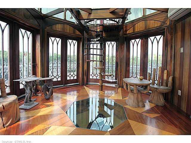 Chrismark Castle12 Tá com 40 milhões de dólares sobrando aí? Que tal comprar este castelo?